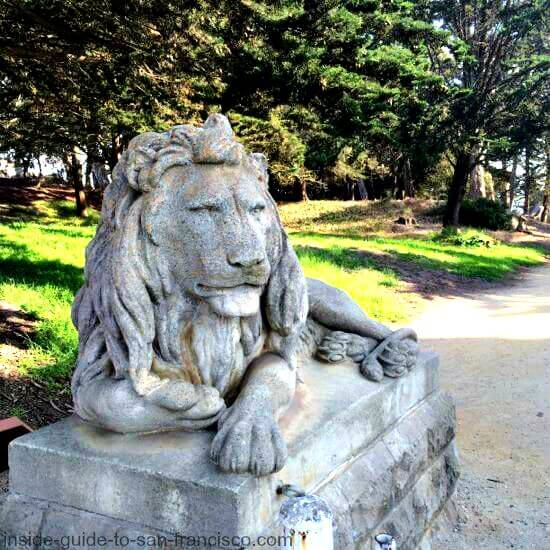 stone lion at entrance to sutro heights park