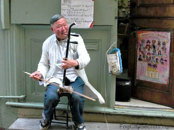 chinese man playing the erhu in ross alley, chinatown