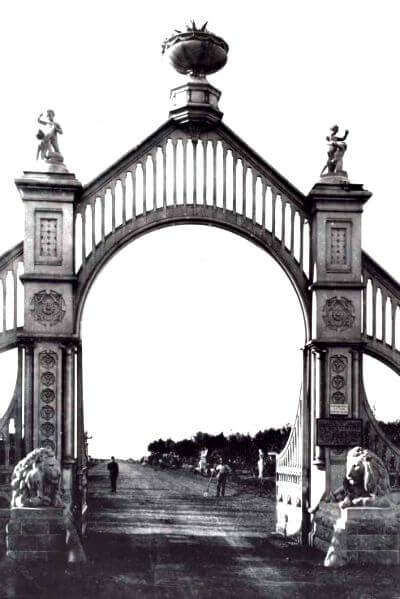 lions at gate, sutro hieghts park