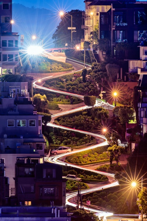 Nighttime view of Lombard Street