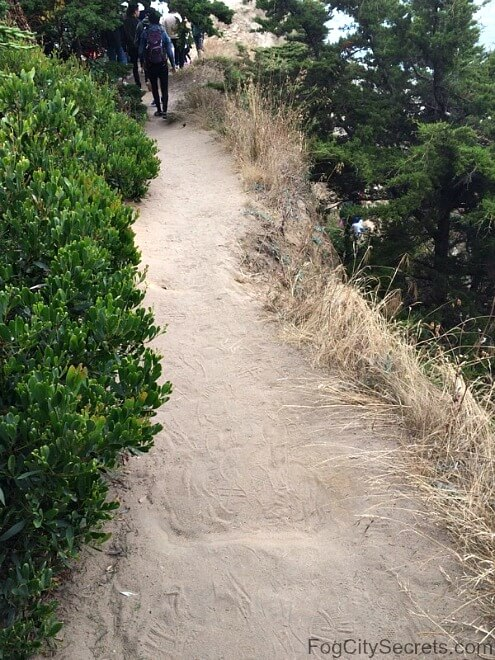 Narrow place on path down to Lands End Point