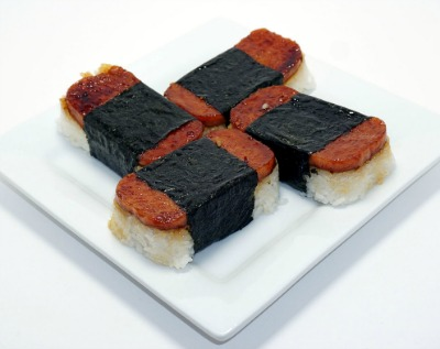 Plate with 4 pieces of spam musubi